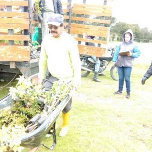 Entrega material vegetal vda la Esperanza Tunja
