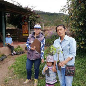 Entrega de material vegetal a usuarios municipio de Santa Rosa de Viterbo vereda La Creciente